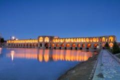在黑暗以后的Khaju桥梁 免版税库存照片
