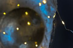 在12月下午的被照亮的chritmas装饰 免版税库存图片