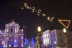 在12月假日期间,五颜六色的卢布尔雅那市中心 库存图片