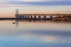 在12月日落的桥梁 免版税库存照片