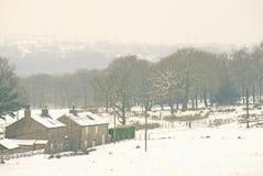 在12月期间的美丽如画的多雪的风景 库存照片