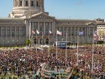 在3月的宽人群射击我们的生活在旧金山召集 免版税图库摄影