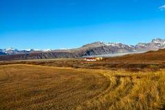 在晴朗的天气的冰岛风景 免版税图库摄影