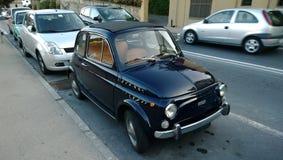 在统治权的一辆老汽车,意大利 免版税图库摄影
