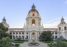 在洛杉矶,加利福尼亚附近的美丽的帕萨迪纳市政厅 免版税库存照片