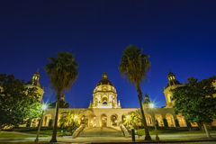 在洛杉矶,加利福尼亚附近的美丽的帕萨迪纳市政厅 免版税库存图片
