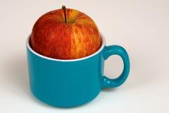 杯苹果计算机 库存照片