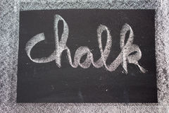 在黑板写的白垩 库存图片