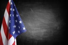 在黑板的旗子 免版税库存照片