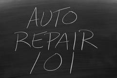 在黑板的汽车修理101 库存照片