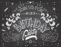 在黑板的生日聚会邀请 图库摄影