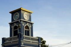 在素林圈子,普吉岛镇的钟楼 免版税库存图片