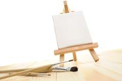 在画架的空白的帆布 库存照片