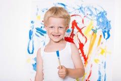 在画架的艺术家学龄前男孩画笔水彩 学校 教育 创造性 库存图片