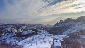 在贝洛格拉奇克岩石的日落 33c 1月横向俄国温度ural冬天 建造者 库存图片