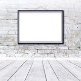 在黑框架的空白的水平的绘画海报 图库摄影