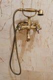 在水槽木盆里面的卫生间 免版税库存图片