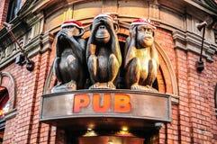 在3次不同行动的三只猴子雕象著名客栈` s象的在悉尼 免版税库存图片