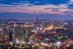 在63汉城市,韩国大厦的日落  图库摄影