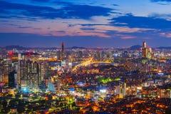 在63汉城市,韩国大厦的日落  库存图片
