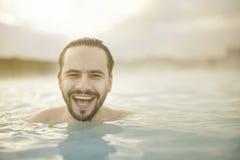 在水池的微笑的画象 图库摄影