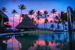 在水池的日落在一个加勒比天堂 图库摄影