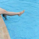 在水池的脚 库存照片