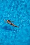 在水池的西班牙深色的模型 库存图片