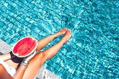 在水池的西瓜 免版税库存照片