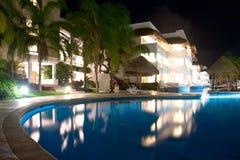 在Playa del Carmen,墨西哥的游泳池 免版税库存照片