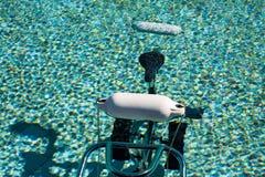 在水池的Waterbike 免版税库存照片
