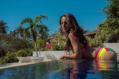 在水池,妇女的温泉 免版税图库摄影