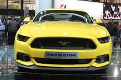 在巴黎汽车展示会的Ford Mustang 2014年 免版税库存图片