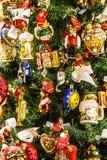 在巴法力亚圣诞节的圣诞树细节购物,德国 免版税库存图片