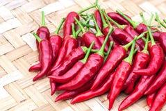 在织法竹子的红色辣椒 库存图片
