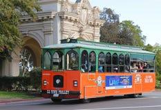 在巴波亚公园的老镇台车在圣地亚哥 免版税库存图片