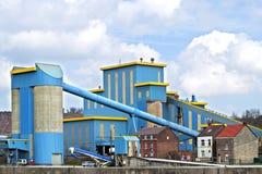在水泥工业的五颜六色的工厂厂房,比利时 免版税图库摄影