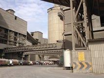 在水泥工业的路轨方式 免版税库存图片