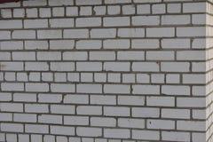 在水泥灰浆的砖墙白色砖石工 库存图片