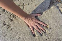 在水泥的Handprint 免版税库存照片