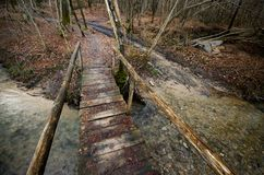 在洪流的桥梁 免版税库存照片