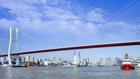 在黄浦江,上海,中国的南浦桥梁 免版税库存照片