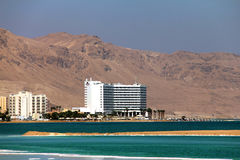 在死海的举世闻名的疗养地复合体 免版税库存照片