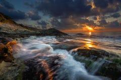 在黑海的明亮的日出 免版税库存照片