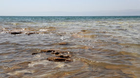 在死海的看法--从约旦海岸线 图库摄影