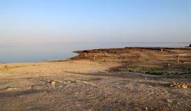 在死海的看法--从约旦海岸线 免版税图库摄影