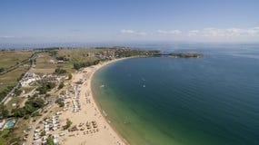 在黑海的美丽的海滩从上面 免版税库存照片