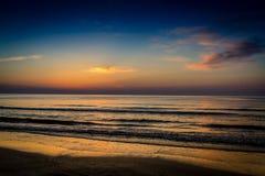 在黑海的美好的日出在Mamaia,罗马尼亚 库存图片
