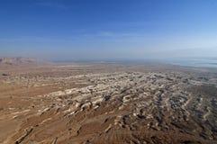 在死海附近的沙漠风景 库存照片