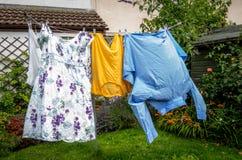 在洗涤的线的衣裳 免版税图库摄影